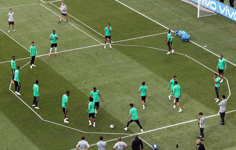 epa06837058 Players of Saudi Arabia attend a training session in Volgograd, Russia, 24 June 2018. Saudi Arabia will face Egypt in the FIFA World Cup 2018 Group A preliminary round soccer match on 25 June 2018.  EPA/ZURAB KURTSIKIDZE