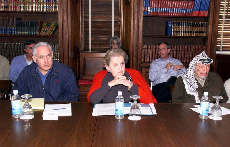 US Secretary of State Madeleine Albright (C) sits next to at Israeli Prime Minister Benjamin Netanyahu (L) and Palestinian leader Yasser Arafat (R) during a working meeting in the Houghton House at the Wye River Plantation Conference Center in Maryland 16 October.  The Houghton House is the home to the Palestinian delegation during the second day of a five-day secluded retreat that hopes to pave the wave to a peace settlement. AFP PHOTO (Photo by HO / WHITE HOUSE / AFP)