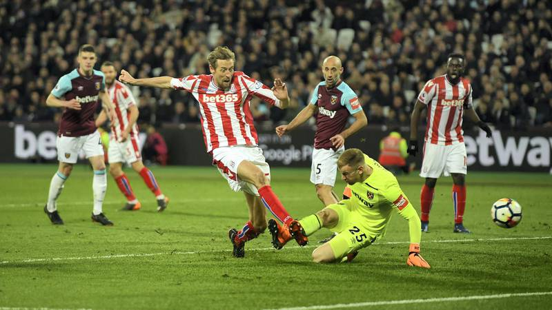 LONDON, ENGLAND - APRIL 16:  Peter Crouch of Stoke City scores his sides first goal during the Premier League match between West Ham United and Stoke City at London Stadium on April 16, 2018 in London, England.  (Photo by Mike Hewitt/Getty Images)