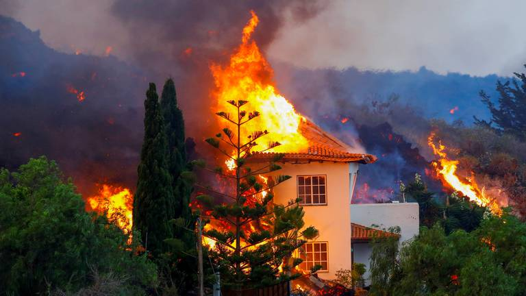 An image that illustrates this article Volcano eruption on La Palma destroys homes