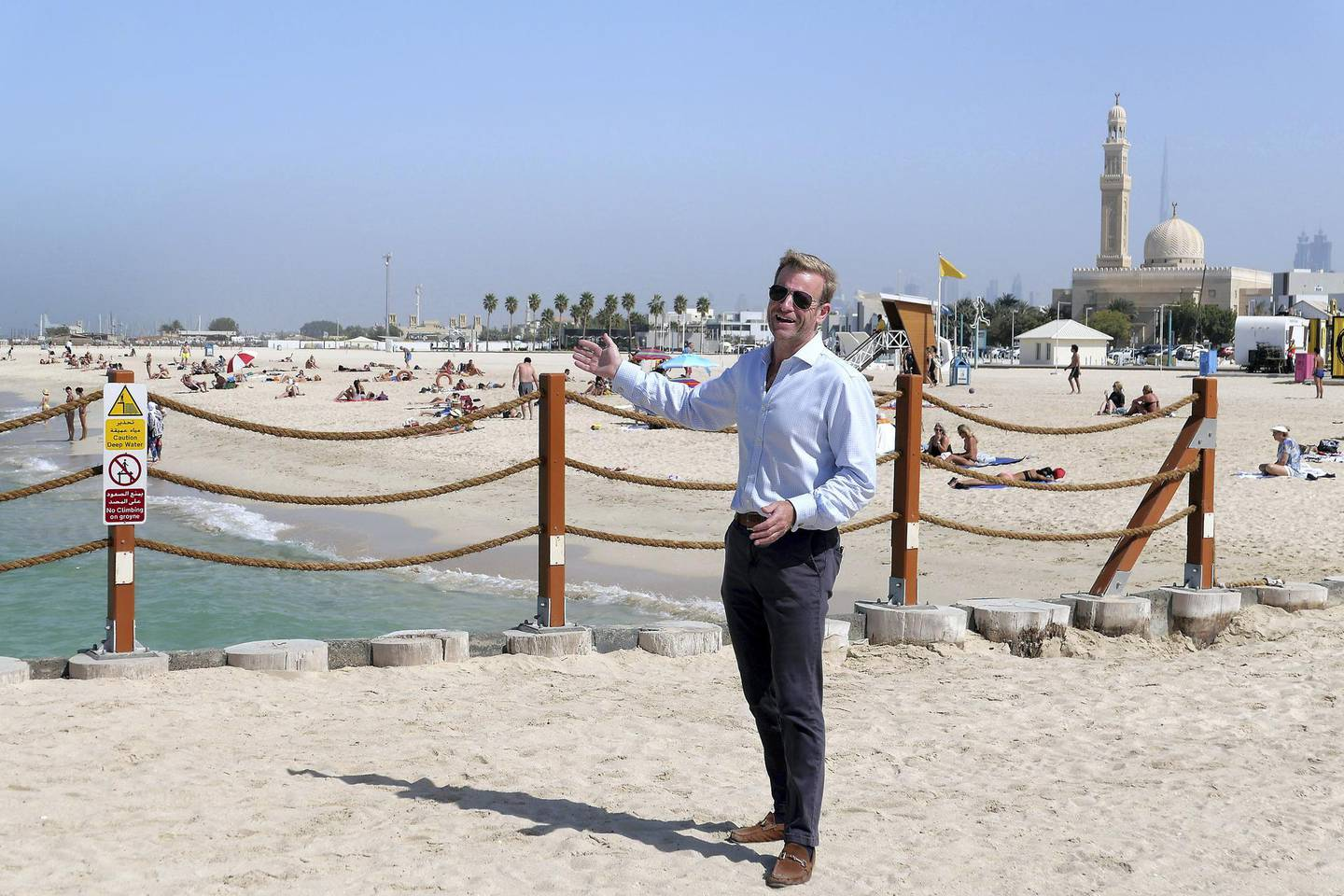 DUBAI, UNITED ARAB EMIRATES , Feb 08 – Harry Tregoning - Estate agent at the kite beach in Umm Suqeim area in Dubai. (Pawan Singh / The National) For News/Stock/Online/Instagram. Story by Georgia