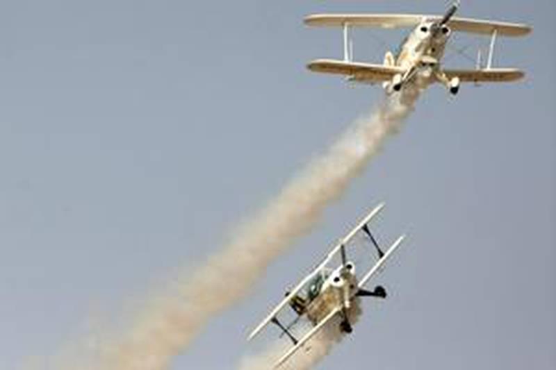 United Arab Emirates - Al Ain - Jan 26 - 2010 : The Goodyear Eagles team from South Africa during the Al Ain Aerobatic Show in Al Ain Airport. ( Jaime Puebla / The National ) *** Local Caption ***  JP Aerobatic Show 05.jpg