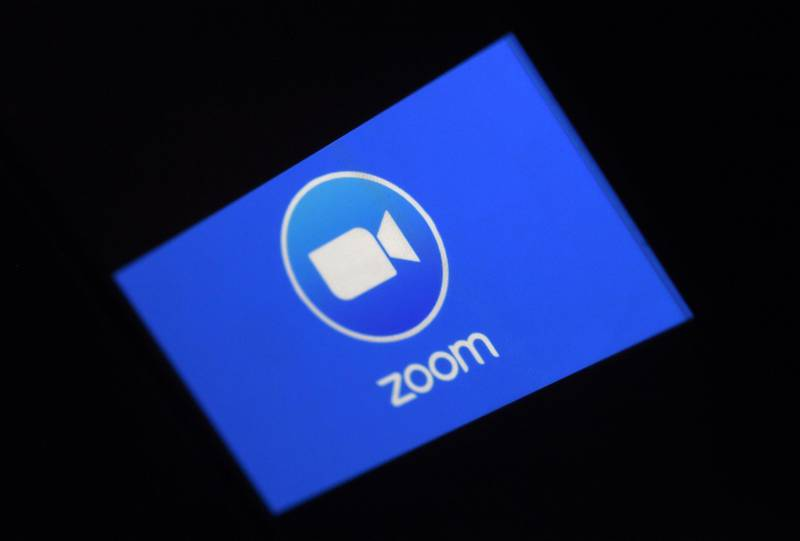 In this photo illustration a Zoom App logo is displayed on a smartphone on March 30, 2020 in Arlington, Virginia.  The Zoom video meeting and chat app has become the wildly popular host to millions of people working and studying from home during the coronavirus outbreak. / AFP / Olivier DOULIERY