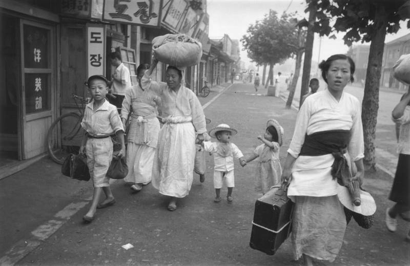 Korean refugees during the retreat south of US and Korean troops following the crossing of the 38th Parallel by the North Koreans.   Original Publication: Picture Post - 5086 - Korean War Series - pub. 1950   (Photo by Haywood Magee/Getty Images)