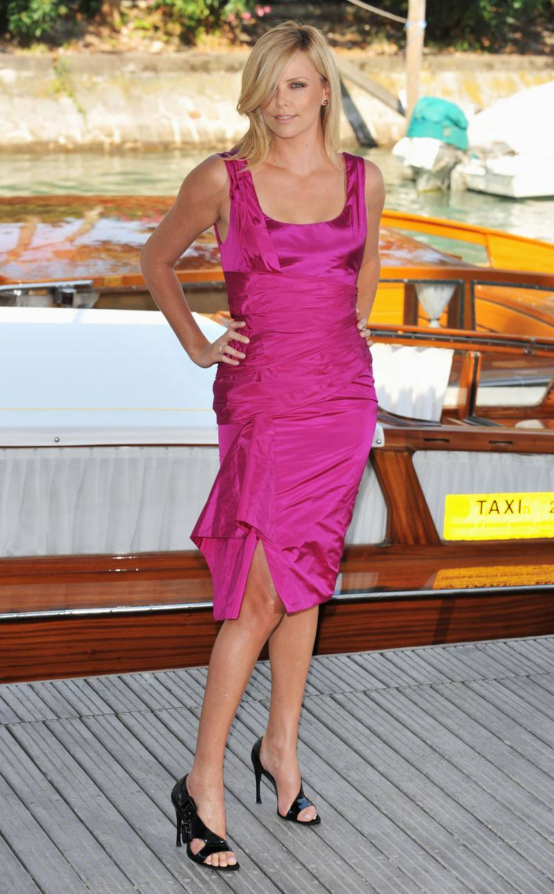 VENICE, ITALY - AUGUST 29:  Actress Charlize Theron arrives by boat at the 'The Burning Plain' photocall at the Piazzale del Casino during the 65th Venice Film Festival on August 29, 2008 in Venice, Italy.  (Photo by Pascal Le Segretain/Getty Images)