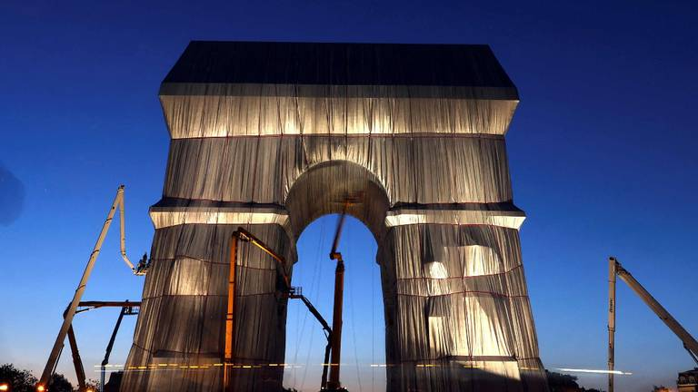 An image that illustrates this article Arc de Triomphe monument in Paris wrapped in fabric