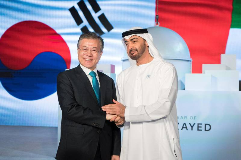 AL DHAFRA REGION, ABU DHABI, UNITED ARAB EMIRATES - March 26, 2018: HH Sheikh Mohamed bin Zayed Al Nahyan, Crown Prince of Abu Dhabi Deputy Supreme Commander of the UAE Armed Forces (R) and HE Moon Jae-in, President of South Korea (L), attend the Unit One Construction Completion Celebration, at Barakah Nuclear Energy Plant.  ( Rashed Al Mansoori / Crown Prince Court - Abu Dhabi ) ---