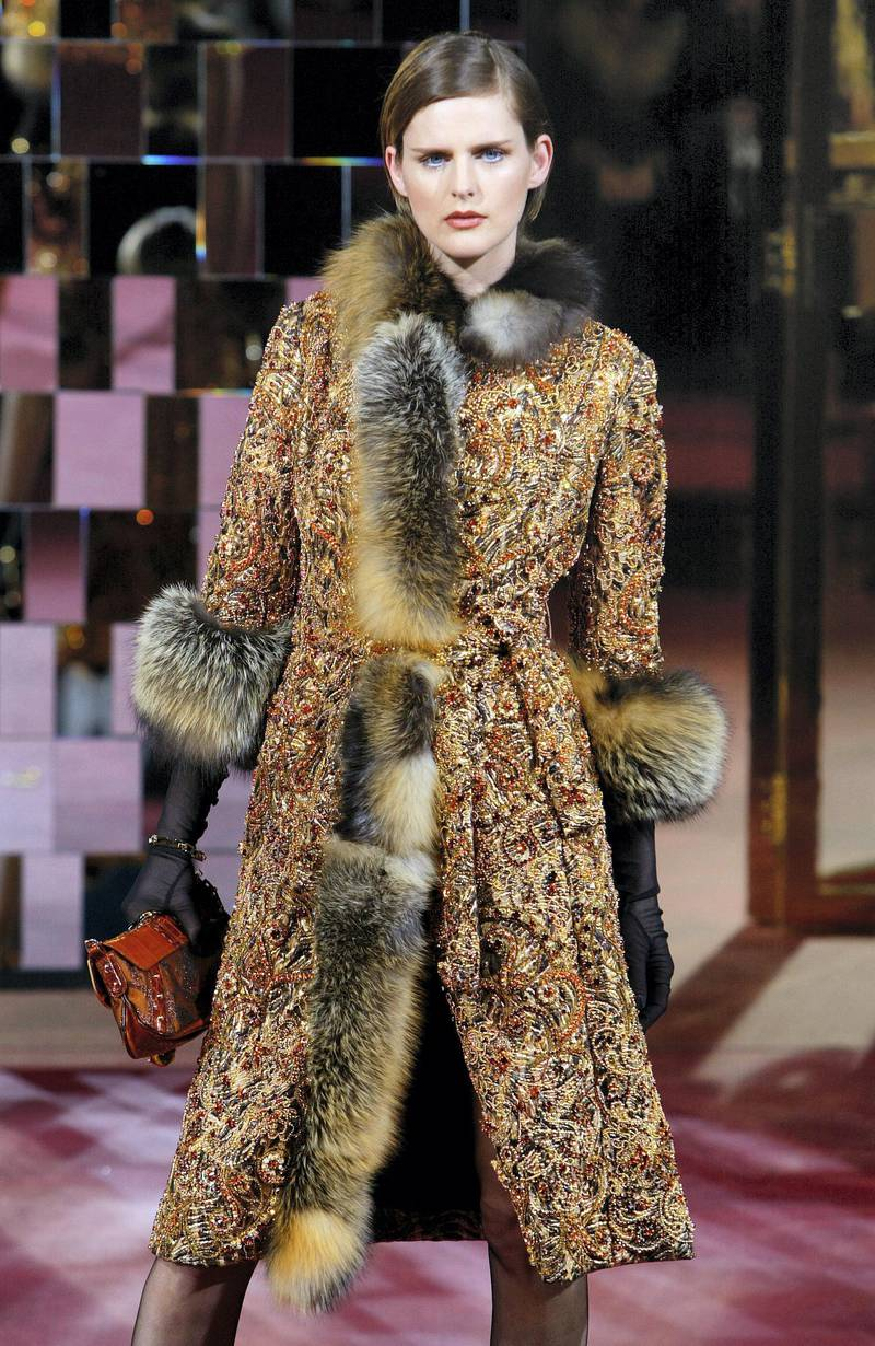 British top model Stella Tennant wears a creation as part of Dolce and Gabbana's autumn/winter 2004-2005 women's collection 28 February 2004 during the Milan fashion week. (Photo by PATRICK HERTZOG / AFP)