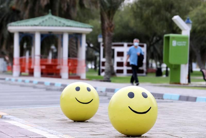 Abu Dhabi, United Arab Emirates - Reporter: N/A: A man walks passed a closed park on the corniche in Abu Dhabi. Thursday, April 30th, 2020. Abu Dhabi. Chris Whiteoak / The National