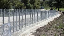Bosnian region shuts border to EU-bound migrants
