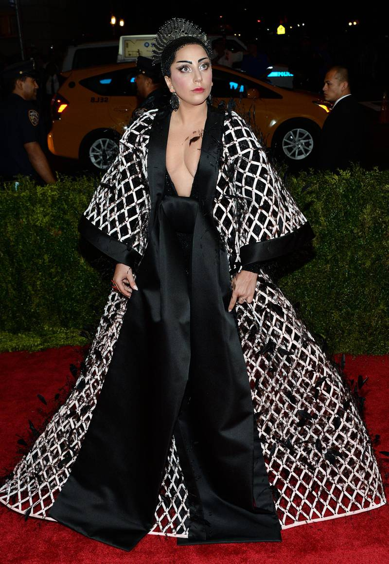 epa04733375 Lady Gaga arrives for the 2015 Anna Wintour Costume Center Gala held at the New York Metropolitan Museum of Art in New York, New York, USA, 04 May 2015. The Costume Institute will present the exhibition 'China: Through the Looking Glass' at The Metropolitan Museum of Art from 07 May to 16 August 2015.  EPA/JUSTIN LANE