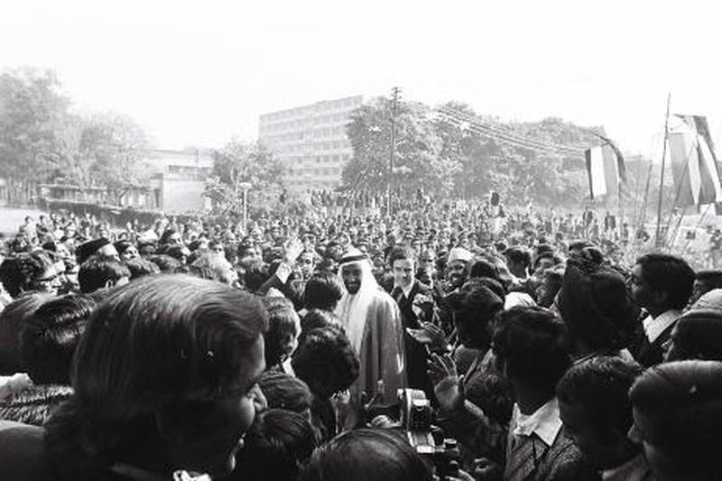 An image from the Itihad archive. Courtesy Al Itihad.India. 1975. Sheikh Zayed visiting IndiaÕs industrial and historical landmarks. *** Local Caption ***  000177.JPG