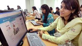 Alma mater in cyberspace as Web courses take off
