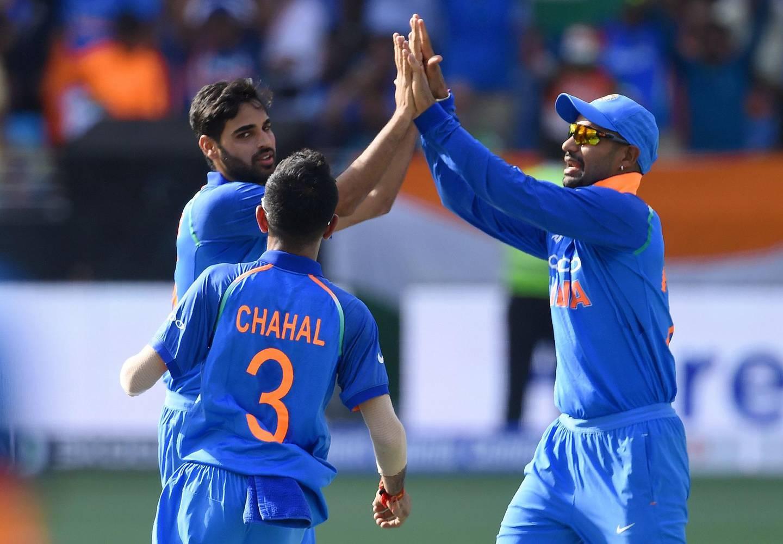 Indian cricketer Bhuvneshwar Kumar (L) celebrates with teammates after he dismissed Pakistan batsman Imam-ul-Haq during the one day international (ODI) Asia Cup cricket match between Pakistan and India at the Dubai International Cricket Stadium in Dubai on September 19, 2018. / AFP / ISHARA S. KODIKARA