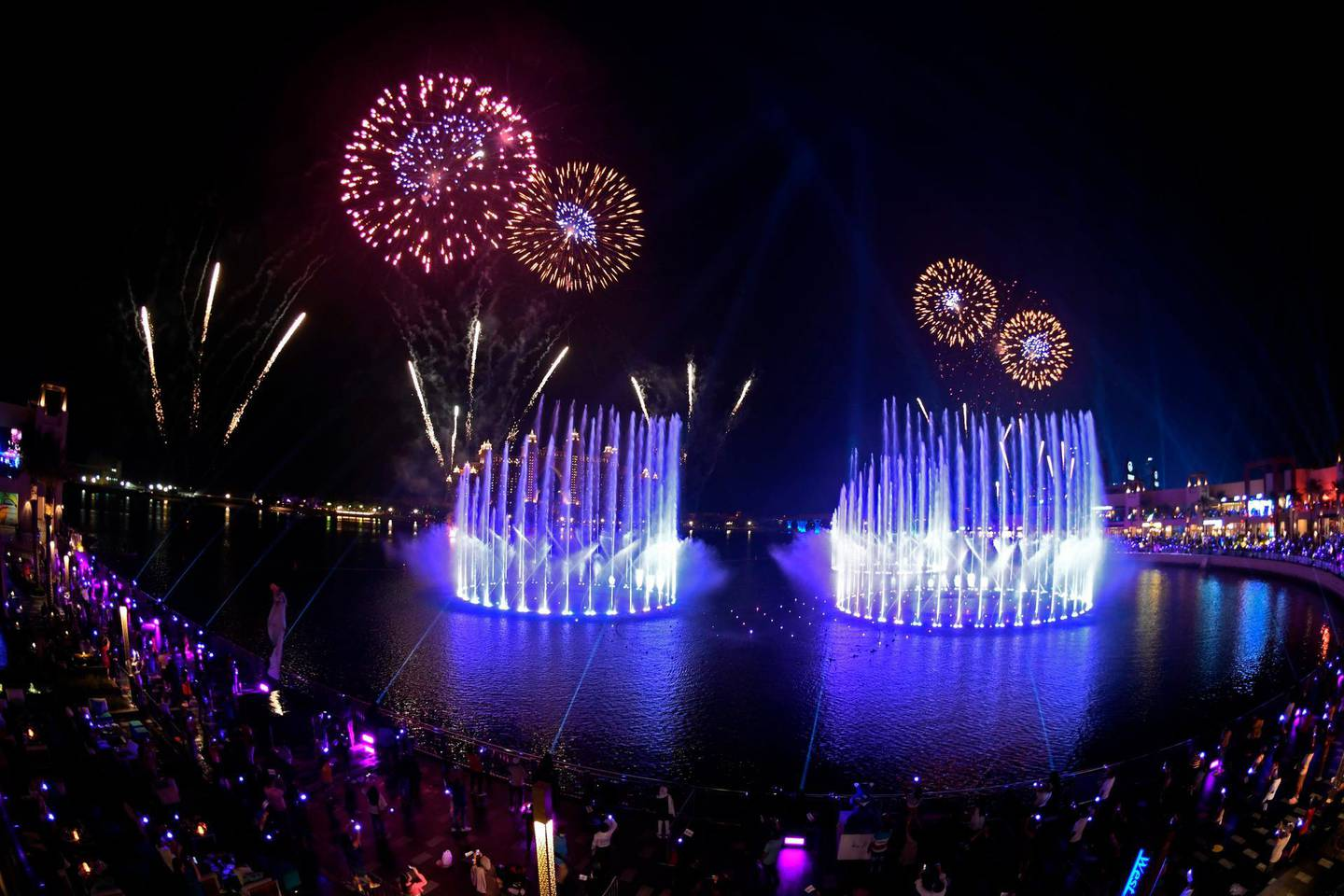 TOPSHOT - Dubai launches the Palm Fountain in a bid to break a Guinness World Record as the worlds' largest fountain, at Palm Jumeira on October 22, 2020.  Spread over 14,000 square feet of seawater, the fountain's super shooter stands tall at 105 metres and comes alive with over 3,000 LED lights. / AFP / Karim SAHIB