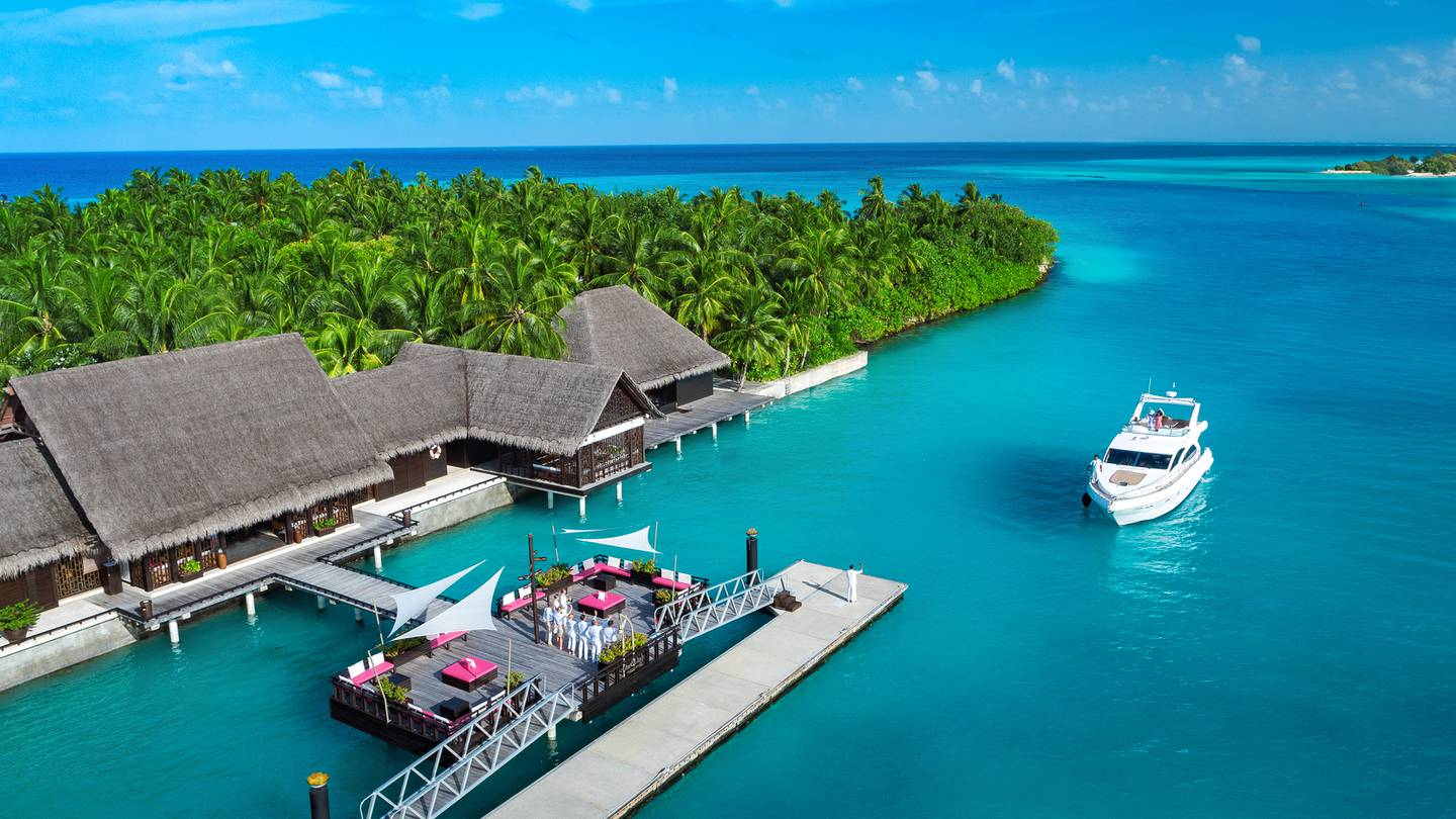 June 11, 2017 - Guests are welcomed by staff at the One&Only Reethi Rah jetty after a 45-minute luxury boat ride from Male, Maldives. Courtesy One&Only Reethi Rah *** Local Caption ***  8 reethi rah jetty.jpg