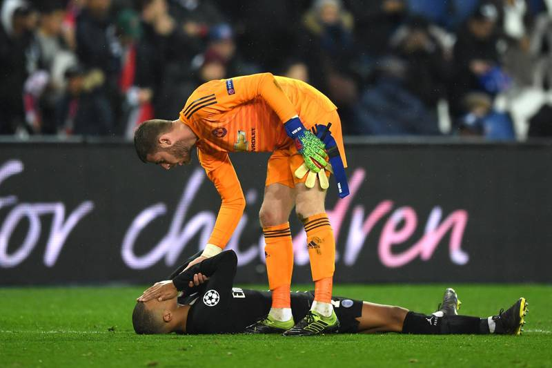 PARIS, FRANCE - MARCH 06:  David De Gea of Manchester United consoles Kylian Mbappe of PSG after the full time whistle during the UEFA Champions League Round of 16 Second Leg match between Paris Saint-Germain and Manchester United at Parc des Princes on March 06, 2019 in Paris, . (Photo by Shaun Botterill/Getty Images)