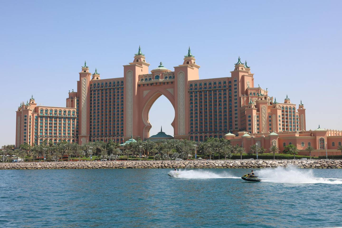 This picture taken on March 3, 2021, shows a view of the Atlantis hotel on the Palm in Dubai in the United Arab Emirates. (Photo by GIUSEPPE CACACE / AFP)