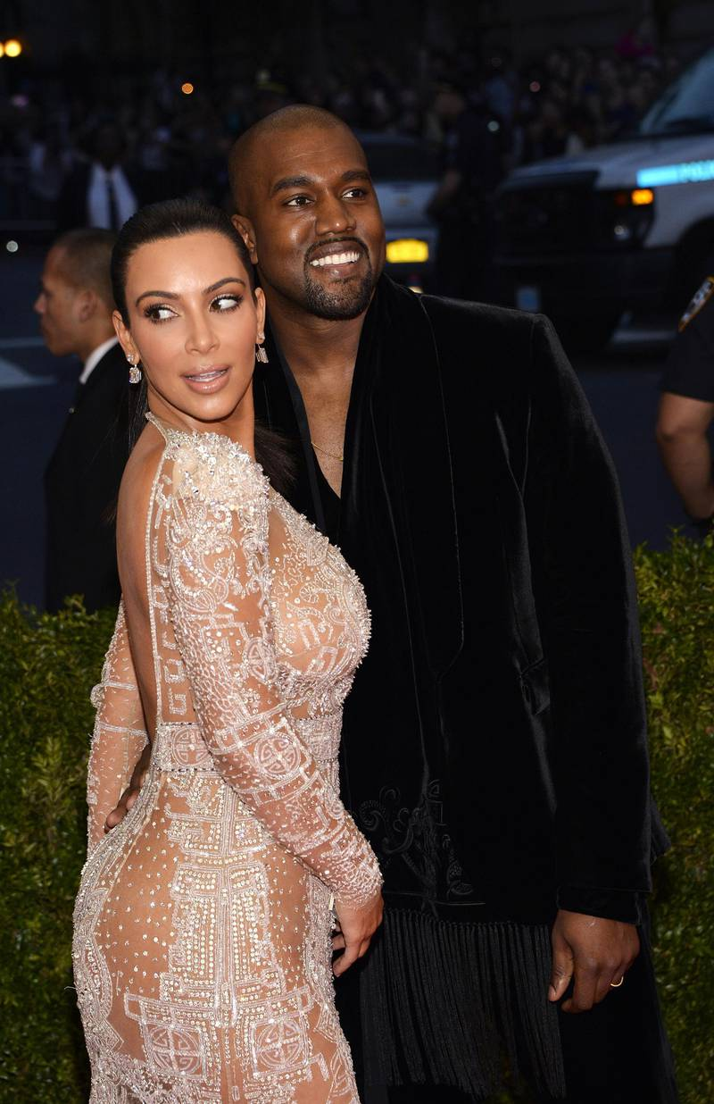 epa04733394 Kim Kardashian (L) and Kanye West (R) arrive for the 2015 Anna Wintour Costume Center Gala held at the New York Metropolitan Museum of Art in New York, New York, USA, 04 May 2015. The Costume Institute will present the exhibition 'China: Through the Looking Glass' at The Metropolitan Museum of Art from 07 May to 16 August 2015.  EPA/JUSTIN LANE