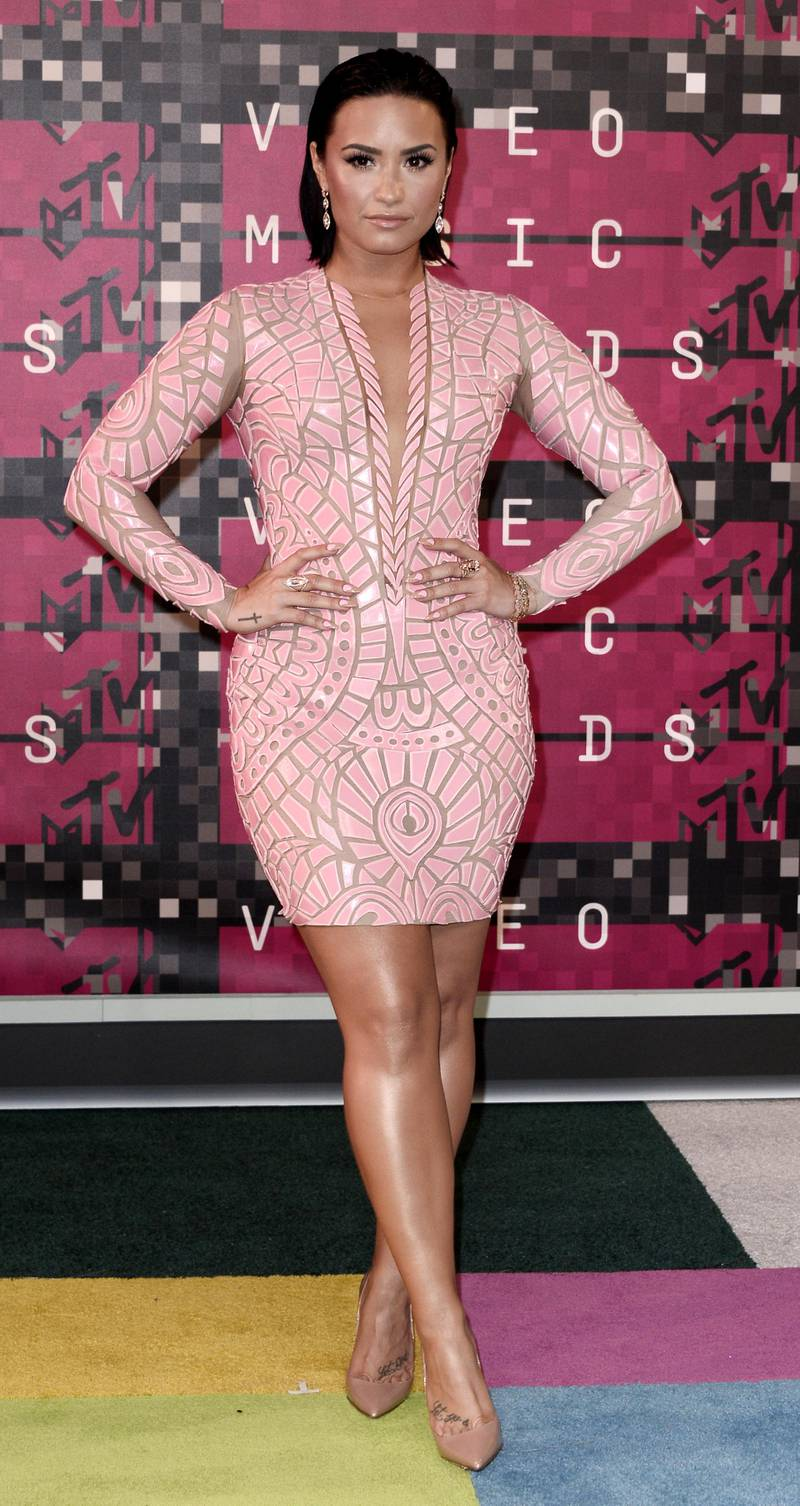 epa04906082 Singer Demi Lovato arrives on the red carpet for the 32nd MTV Video Music Awards at the Microsoft Theater in Los Angeles, California, USA, 30 August 2015.  EPA/PAUL BUCK