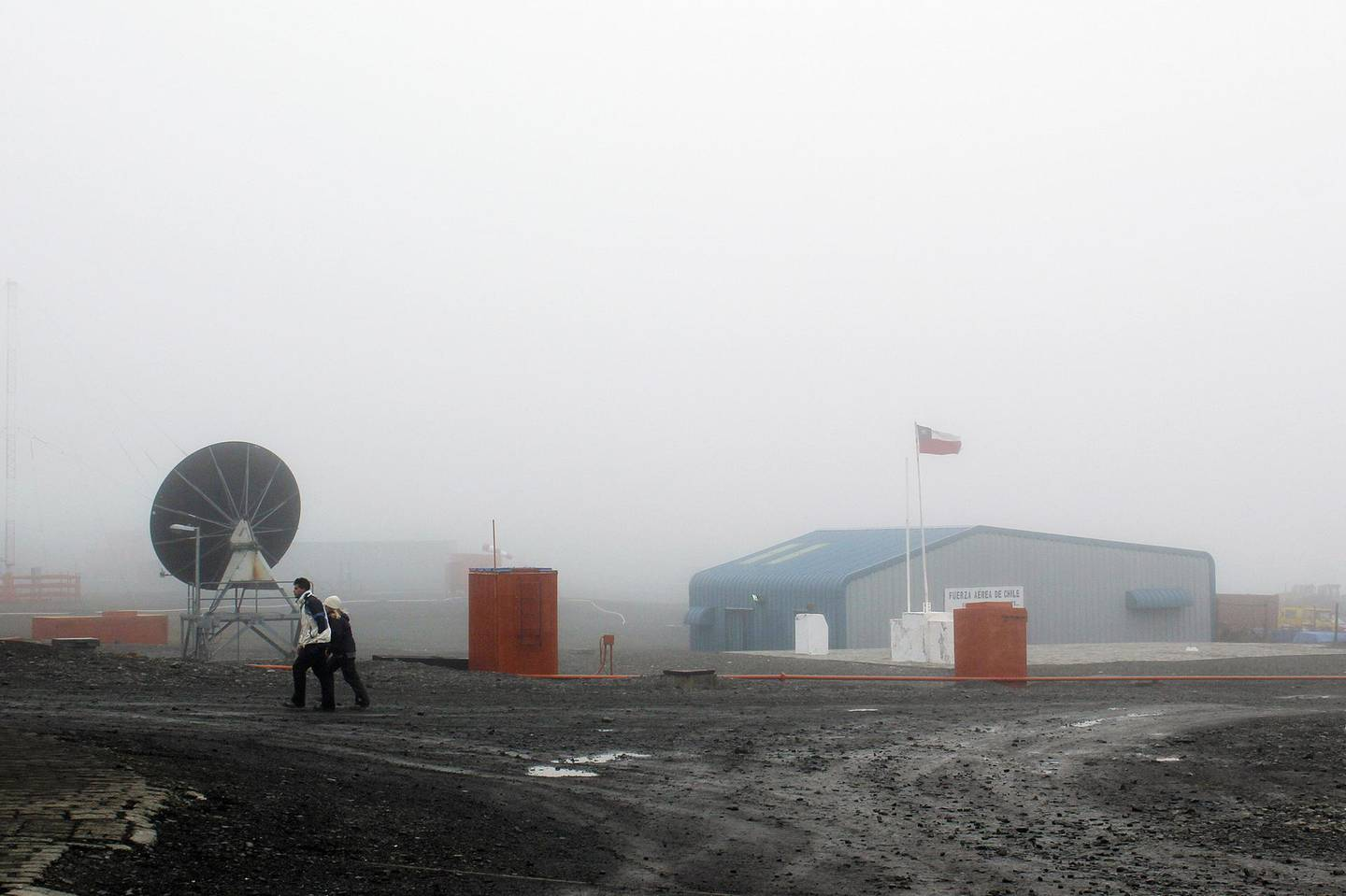epa05936125 A picture dated on 07 February 2017, shows the view of Villa Las Estrellas, a Chilean village located in Antarctica. The small outpost which also serves as a research center endures extreme weather and limited hours of daylight in the winter months.  EPA/JULIA TALARN