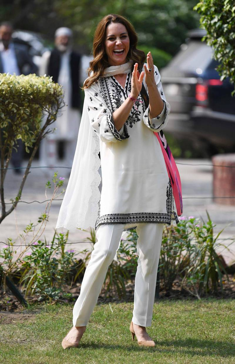 epa07933936 Britain's Catherine, Duchess of Cambridge plays cricket during a visit of a SOS Village in Lahore, Pakistan, 18 October 2019. The royal couple is on an official five-day visit to Pakistan from 14 to 18 October. It is the first royal visit to the country in 13 years.  EPA-EFE/NEIL HALL / POOL STRICTLY EMBARGOED UNTIL 00.01 SUNDAY 20 OCTOBER 2019