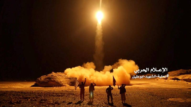 """An image grab taken from a video handed out by Yemen's Huthi rebels on March 27, 2018 shows what appears to be Huthi military forces launching a ballistic missile on March 25 reportedly from the capital Sanaa. (Photo by - / Anssarullah Media Center / AFP) / RESTRICTED TO EDITORIAL USE - MANDATORY CREDIT """"AFP PHOTO / HO / HUTHI REBELS"""" - NO MARKETING NO ADVERTISING CAMPAIGNS - DISTRIBUTED AS A SERVICE TO CLIENTS"""