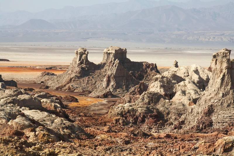 A general view of Dallol in Afar depression in northeastern Ethiopia, where tourists have been kidnapped, is seen in this November 1, 2006 file photo. An Ethiopian administrator accused Eritrean forces on Saturday of kidnapping a group of five Europeans and 13 Ethiopians in a remote part of Ethiopia, and taking them to a military camp in neighbouring Eritrea. Picture taken November 1, 2006. REUTERS/John Kenny/File (ETHIOPIA)
