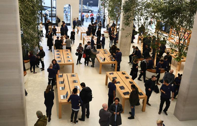 epa06305538 Customers look over the new Apple iPhone X at a store in London, Britain, 03 November 2017. Apple's new iPhone X goes on sale in more than 55 countries and territories on 03 November.  EPA/ANDY RAIN