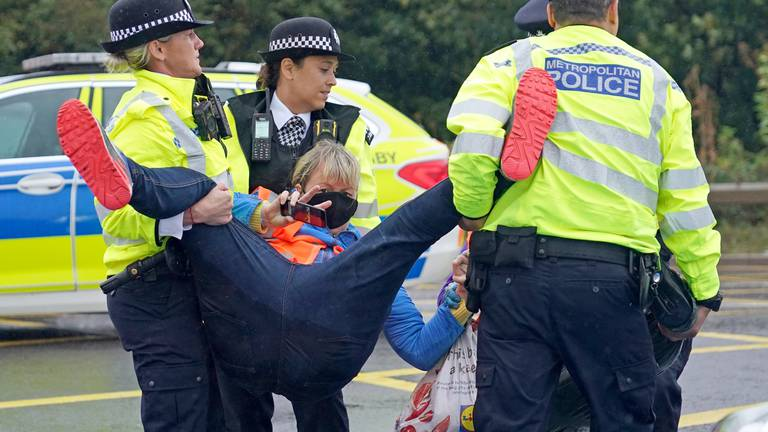 An image that illustrates this article Heathrow motorway junction blocked by Insulate Britain protesters