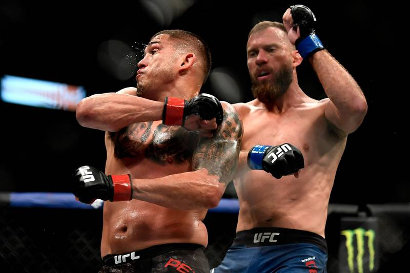 JACKSONVILLE, FLORIDA - MAY 09: Anthony Pettis (L) of the United States fights Donald Cerrone (R) of the United States in their Welterweight fight during UFC 249 at VyStar Veterans Memorial Arena on May 09, 2020 in Jacksonville, Florida.   Douglas P. DeFelice/Getty Images/AFP
