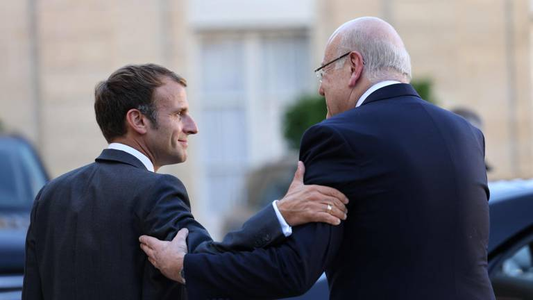 An image that illustrates this article Macron insists on urgent reforms after meeting Lebanese PM Mikati