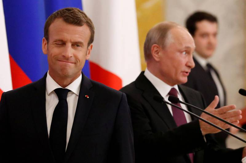 Russian President Vladimir Putin (R) and his French counterpart Emmanuel Macron attend a news briefing after the talks in St. Petersburg, Russia May 24, 2018. REUTERS/Grigory Dukor     TPX IMAGES OF THE DAY