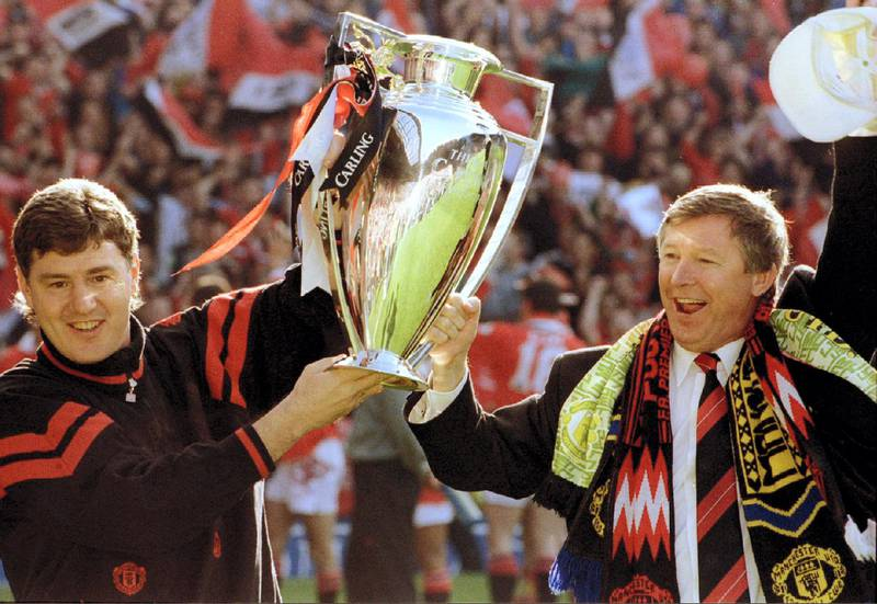 Manchester United's manager Alex Ferguson (R) holds the Premier League trophy aloft with assistant manager Brian Kidd, May 8, 1994 at Old Trafford  REUTERS/Bob Collier - PBEAHUNGPAV