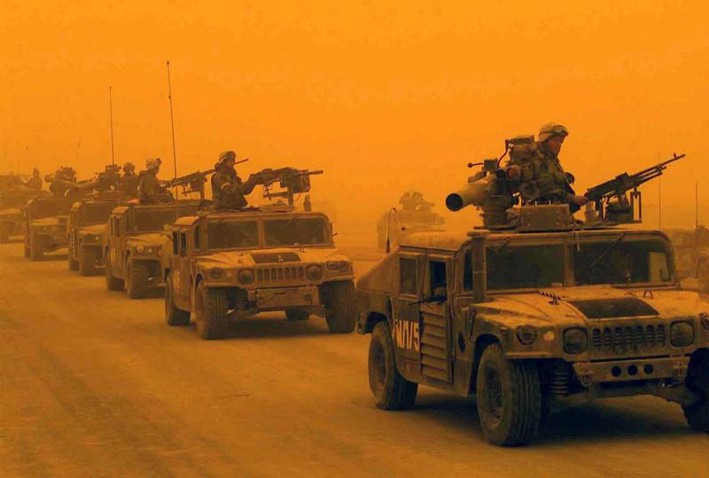 HF47W0 A convoy of US Marine Corps (USMC) High-Mobility Multipurpose Wheeled Vehicles (HMMVW), assigned to D/Company, 1st Light Armored Reconnaissance Battalion, 1st Marines Division, arrives in Northern Iraq, during a sandstorm. USMC personnel are in Iraq in support of Operation IRAQI FREEDOM. Several vehicles are equipped with Tube-launched Optically-tracked Wire-guided (TOW) missile launchers. Iraqi Sandstorm. Alamy