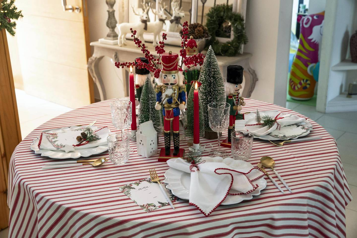 DUBAI UNITED ARAB EMIRATES. 25 NOVEMBER 2020. Tablescaping, the art of setting a table explained. Table settings for the festive season by Katie watson Grant, Founder of Lavender & May. (Photo: Antonie Robertson/The National) Journalist: Janice Rodrigues Section: National.