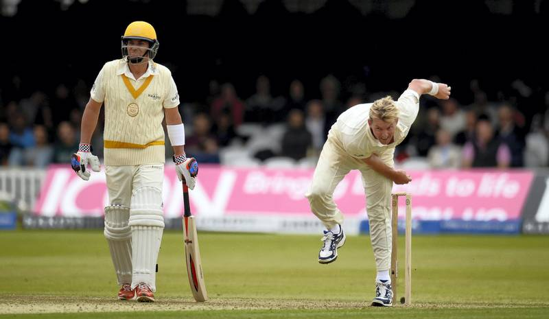 MCC's Brett Lee bowls as the Rest of the World's captain Shane Warne (L) looks on during a cricket match to celebrate 200 years of Lord's at Lord's cricket ground in London July 5, 2014.  REUTERS/Philip Brown (BRITAIN - Tags: SPORT CRICKET ANNIVERSARY)