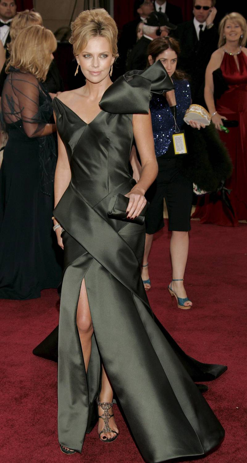epa00660602 Actress Charlize Theron poses on the red carpet as she arrives for the 78th annual Academy Awards in Hollywood, California Sunday, 05 March 2006.  EPA/DANNY MOLOSHOK