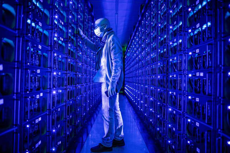 An employee wearing a protective face mask inspects mining rigs mining the Ethereum and Zilliqa cryptocurrencies at the Evobits crypto farm in Cluj-Napoca, Romania, on Wednesday, Jan. 22, 2020. The world's second-most-valuable cryptocurrency, Ethereum, rallied 75% this year, outpacing its larger rival Bitcoin. Photographer: Akos Stiller/Bloomberg