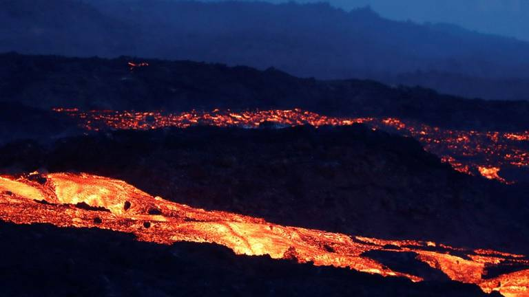 An image that illustrates this article Evacuation of La Palma continues as molten rock flows through towns