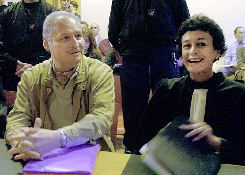 """FILE - In this Tuesday, Nov. 28, 2000 file photo, Venezuelan international terrorist Carlos the Jackal whose real name is Ilich Ramirez Sanchez, left, sits with his French lawyer Isabelle Coutant-Peyre in a Paris courtroom. A French court on Thursday March 15, 2018 has upheld a life sentence for the Venezuelan extremist known as Carlos the Jackal for a deadly 1974 grenade attack on a Paris shopping arcade. One of his lawyers, Isabelle Coutant-Peyre, rued a """"political decision,"""" adding that Carlos would likely appeal the verdict to France's highest court. (AP Photo/Michel Lipchitz, File)"""