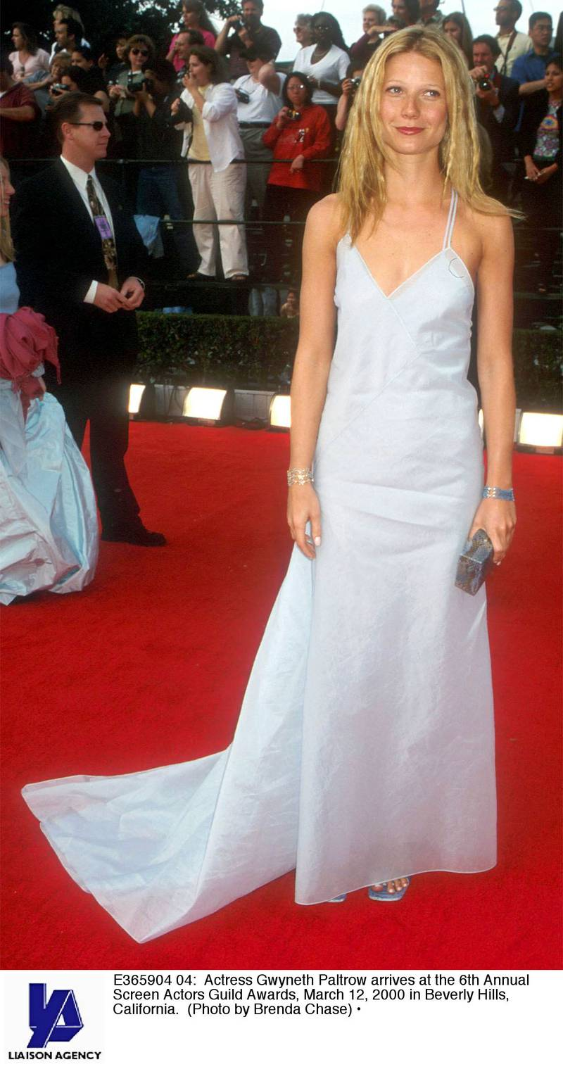 E365904 04: Actress Gwyneth Paltrow arrives at the 6th Annual Screen Actors Guild Awards, March 12, 2000 in Beverly Hills, California. (Photo by Brenda Chase)