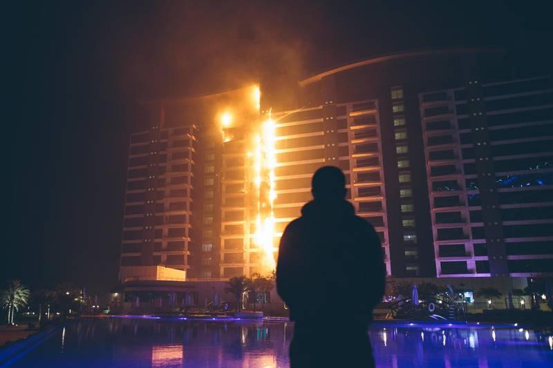 Dec.12/16--Photos of the fire at the Oceana building on the Palm Jumeirah in Dubai. (Photo courtesy-Gary Barnett) *** Local Caption ***  V5D32995-1.jpg