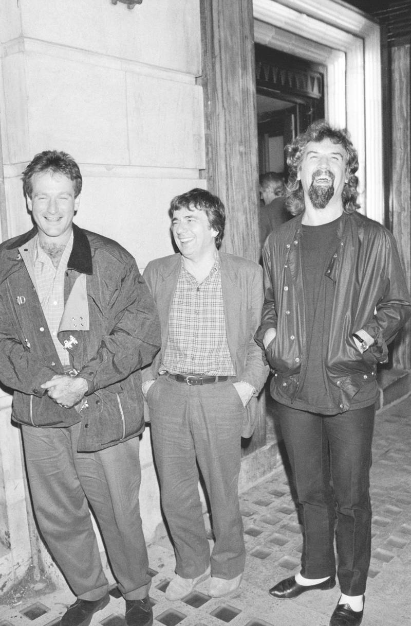 American comedian Robin Williams (left) outside Langan's restaurant, London, with English comedian Dudley Moore (1935 - 2002) and Scottish comic Billy Connolly (right), circa 1985. (Photo by Dave Hogan/Hulton Archive/Getty Images)