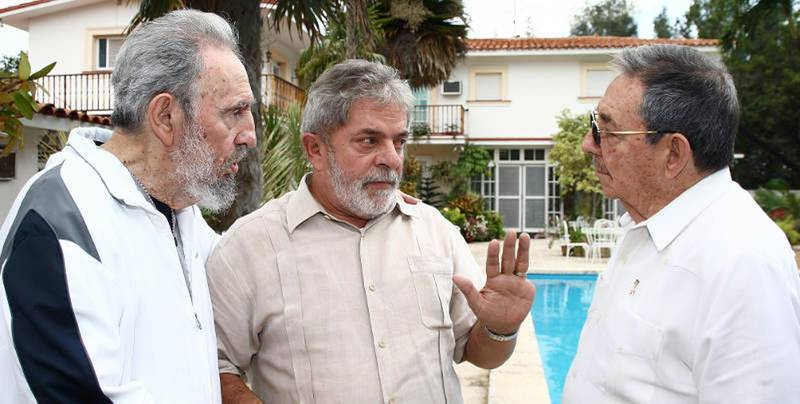 HAVANA - FEBRUARY 24:  (FOR EDITORIAL USE ONLY) (L-R) In this handout image provided by the  Brazlian Presidency, First Secretary of the Communist Party of Cuba Fidel Castro, Brazil�s President Luiz Inacio Lula da Silva (R) and Cuban Preisdent Raul Castro speak during a  private meeting on February 24, 2010 in Havana, Cuba. Lula is on a two day visit to Cuba after having attended the Summit of the Group of Rio states in Mexico.  (Photo by Ricardo Stuckert/Brazlian Presidency via Getty Images)