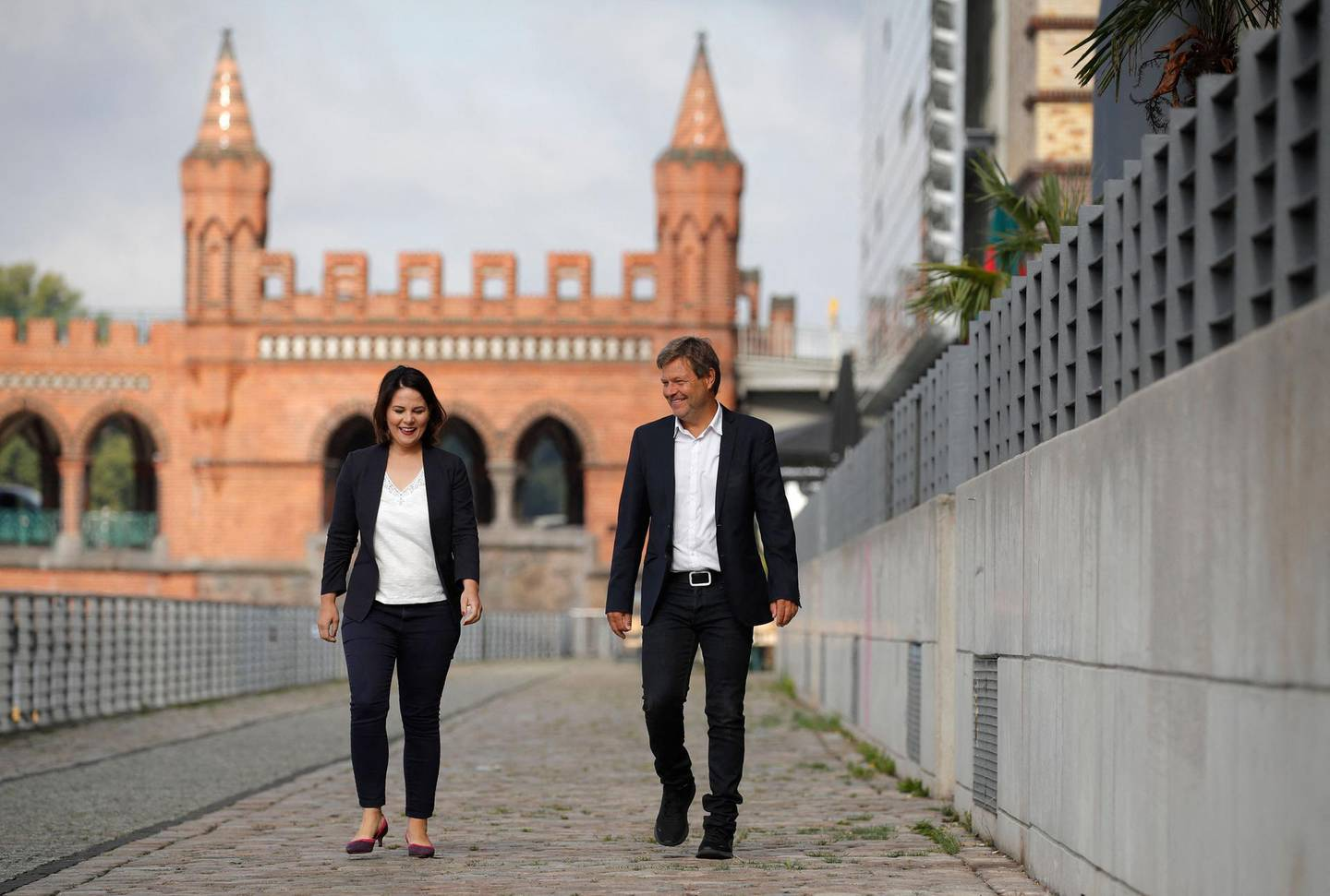 (FILES) This file photo taken on August 31, 2020 shows the co-leaders of Germany's Green party Annalena Baerbock (L) and Robert Habeck walking along the river Spree as they arrive for a closed meeting with the Greens' leadership in Berlin. Germany's Green party on Monday, April 19, 2021 named its co-chair Annalena Baerbock as their candidate to succeed Angela Merkel, throwing down the gauntlet to the chancellor's conservatives who were locked in increasingly vicious infighting for her crown. / AFP / Odd ANDERSEN
