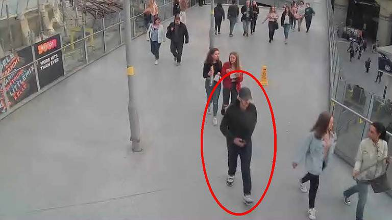 An image that illustrates this article Brother describes moment his sister died next to him in Manchester Arena blast