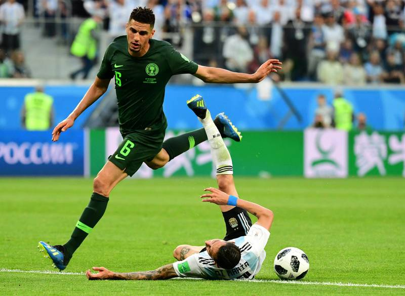 Argentina's forward Angel Di Maria (R) is fouled by Nigeria's defender Leon Balogun during the Russia 2018 World Cup Group D football match between Nigeria and Argentina at the Saint Petersburg Stadium in Saint Petersburg on June 26, 2018. / AFP PHOTO / Giuseppe CACACE / RESTRICTED TO EDITORIAL USE - NO MOBILE PUSH ALERTS/DOWNLOADS