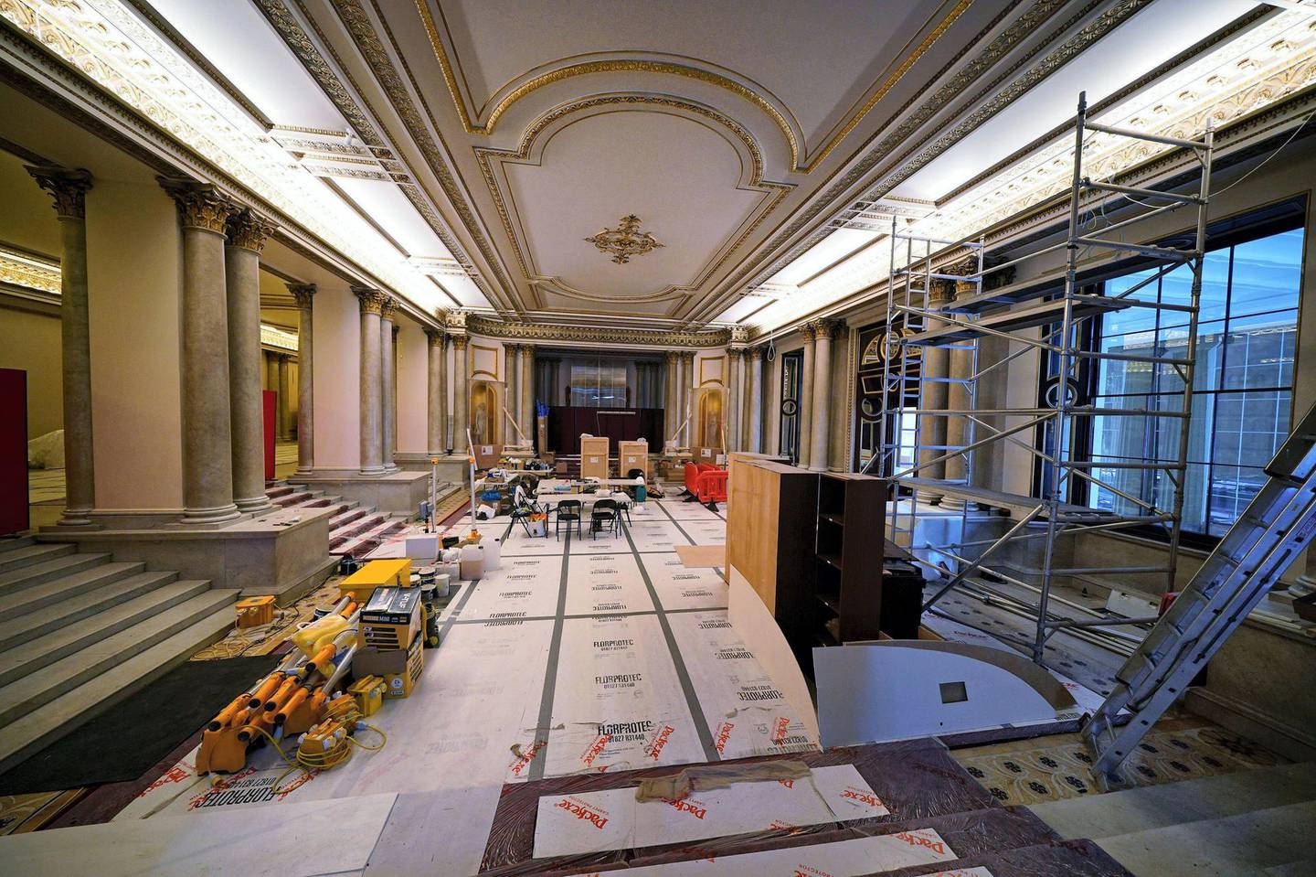 2G4XTN1 Building work takes place in the Grand Entrance Hall at Buckingham Palace in London, part of the 10-year refurbishment programme for the royal residence. Picture date: Monday June 21, 2021.