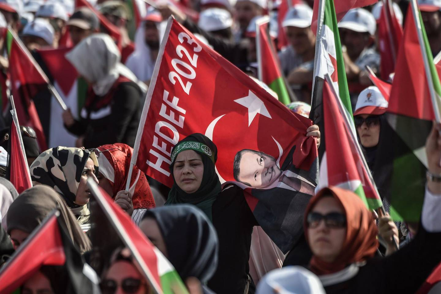 Protesters react as they listen to the speech of the Turkish President during a protest rally in Istanbul on May 18, 2018, against the recent killings of Palestinian protesters on the Gaza-Israel border and the US embassy move to Jerusalem.   -   / AFP / OZAN KOSE